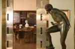 Escultura Adolf Wildt_The Lunatic Pure 1930 bronze portas duplas na entrada da biblioteca